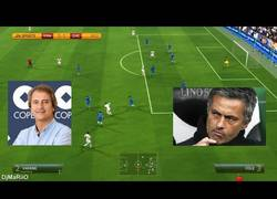 Enlace a VÍDEO: Manolo Lama criticando a Mourinho en el FIFA 14, estos de EA lo petan