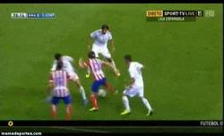 Enlace a GIF: Genialidad de Filipe Luis vs Real Madrid