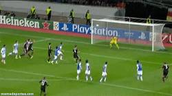 Enlace a GIF: El golazo de falta que da la victoria en el minuto 93 al Leverkusen frente a la Real Sociedad