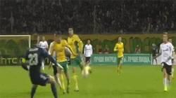 Enlace a GIF: Cantada del portero y gol del Valencia en Europa League