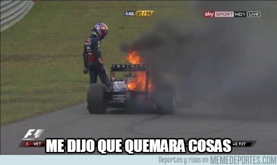 193428 - Mark Webber quemando su coche por segunda carrera consecutiva
