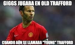 Enlace a Giggs jugaba en Old Trafford
