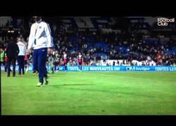 Enlace a VÍDEO: Broma de Lavezzi al cámara tras la victoria de su equipo frente al Marsella