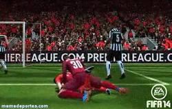 Enlace a GIF: Jugando al FIFA 14, cuando de repente...