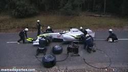 Enlace a GIF: Dado que la F1 está siendo un coñazo por Vettel, que metan esto, por@hmrscratch