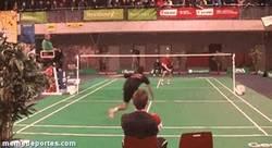 Enlace a GIF: Hey, que el badminton también mola