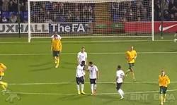 Enlace a GIF: Pelea en el partido Sub21 de Inglaterra. ¡Y son del mismo equipo!