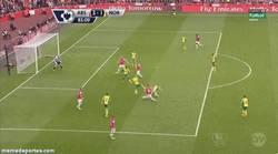 Enlace a GIF: Hoy los del Arsenal estarán contentos, otro golazo de Ramsey al Norwich