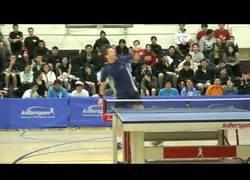Enlace a VÍDEO: Gana un punto de Ping Pong y se vuelve loco [Baile al estilo Carton]