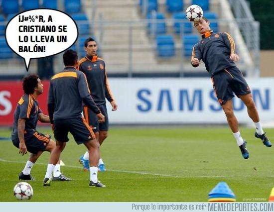 198169 - ¡El balón se lleva a Cristiano!
