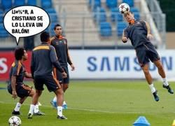 Enlace a ¡El balón se lleva a Cristiano!