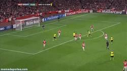 Enlace a GIF: Mkhitaryan adelanta al Borussia. ¿Reaccionarán los gunners?