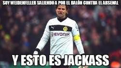 Enlace a Soy Weidenfeller saliendo a por el balón contra el Arsenal #UCL