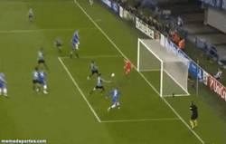 Enlace a GIF: A Torres le va la Champions, aquí no falla #UCL