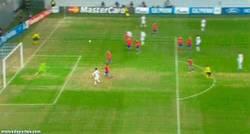 Enlace a GIF: El gol que convierte a Agüero en el máximo goleador del City a nivel europeo [10 goles]