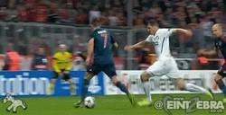 Enlace a GIF: Ribery amaga a 3 jugadores y define bien para marcar el tercero
