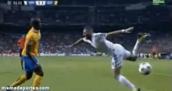 Enlace a GIF: Definición gráfica del partido de Benzema