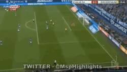 Enlace a GIF: Gol de Aubameyang contra el Schalke 04 en el derbi alemán