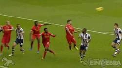 Enlace a GIF: Suárez concreta su Hat-Trick ante el West Bromwich