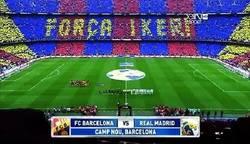 Enlace a Mosaico del Camp Nou en el Clásico, por @r4six