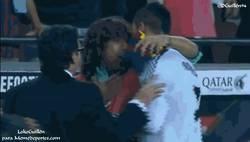Enlace a GIF: Cristiano se fue a quejar a Puyol tras el pitido final