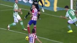 Enlace a GIF: Debut como titular y gol a los 15 segundos. Este chaval promete