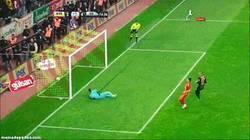 Enlace a GIF: Droga sigue a lo suyo con el Galatasaray
