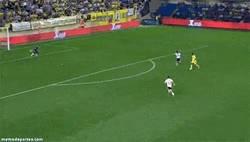 Enlace a GIF: La jornada de ayer nos dejó perlas como este golazo de Giovani al Valencia