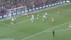 Enlace a GIF: Golazo de Phil Jones pone el tercero para el Manchester United