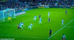 Enlace a GIF: Increíble asistencia con doble túnel de Neymar y gol de Alexis