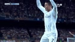 Enlace a GIF: Cristiano tras ver que Diego Costa lo ha vuelto a igualar en el pichichi