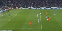 Enlace a GIF: Estreno de Bale en Champions
