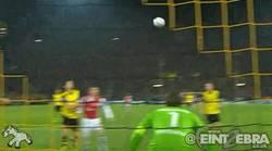 Enlace a GIF: Gol de Ramsey para poner por delante al Arsenal