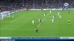 Enlace a GIF: Haters de Messi ¿que sólo marca ya de penalty?