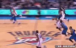 Enlace a GIF: Es Westbrook y ha vuelto, en forma de mate