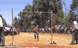 Enlace a GIF: Nivel africano en salto de altura