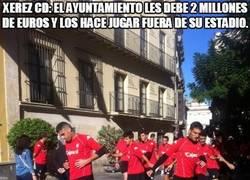Enlace a Xerez CD: El Ayuntamiento les debe 2 millones de euros y los hace jugar fuera de su estadio