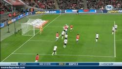 Enlace a GIF: Estreno de Alexis Sánchez en Wembley vs Inglaterra (0-1)