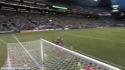 Enlace a GIF: Gol olímpico nominado al Gol del año de la MLS