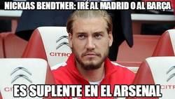 Enlace a Nicklas Bendtner: Iré al Madrid o al Barça