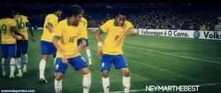 Enlace a GIF: Un poco de samba entre Neymar y Robinho