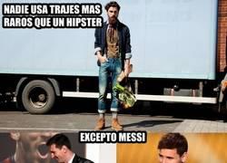 Enlace a Messi y su traje hecho con cortinas