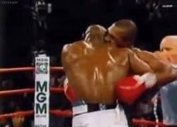 Enlace a GIF: El momento en el que Holyfield perdió un trozo de oreja por Tyson [remember]