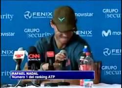 Enlace a Rafael Nadal se equivoca de idioma en rueda de prensa en Chile