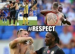 Enlace a Un fan del Galatasaray se tatúa a Drogba en la espalda