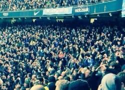 Enlace a Afición del City troleando al Tottenham con la celebración del Bale