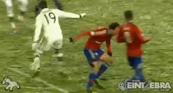 Enlace a GIF: Götze hunde más al CSKA con esta jugada personal