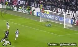 Enlace a GIF: Segundo gol de penalty de Arturo Vidal. Sólo faltaba 1 para el hat trick