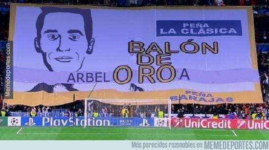 217244 - El Bernabeu ha cambiado las pancartas de apoyo a CR7 por ésta a Arbeloa