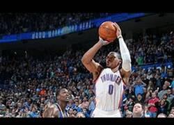 Enlace a VÍDEO: Increíble triple de Westbrook que le da la victoria a OKC